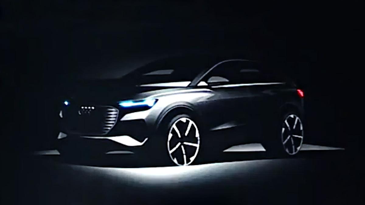 Компактный электрокроссовер Audi показали на клиентской презентации