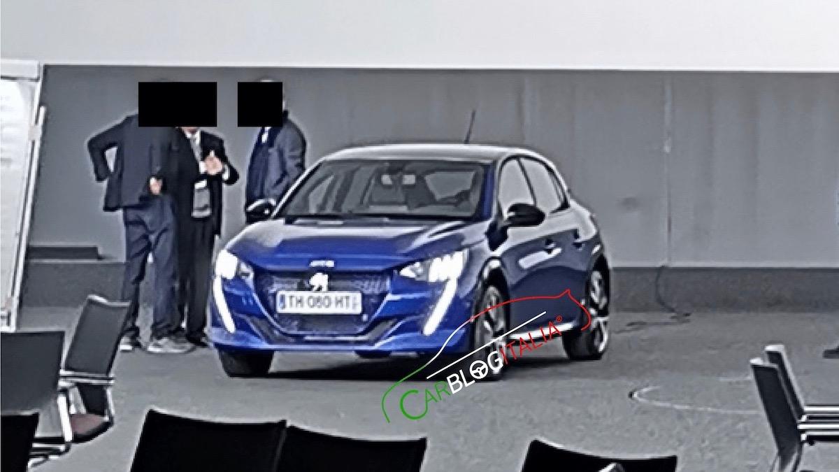 Новый Peugeot 208 сфотографировали без камуфляжа