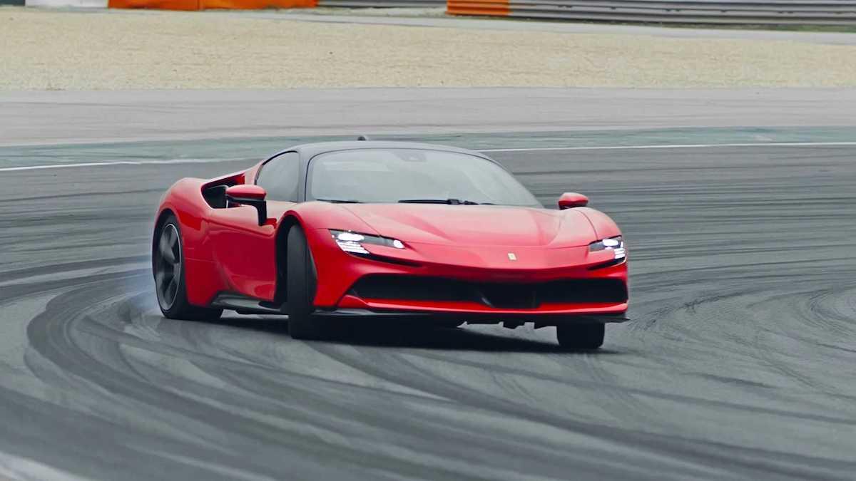 Подключаемый гибрид Ferrari: передний привод, 1000 сил и четыре мотора