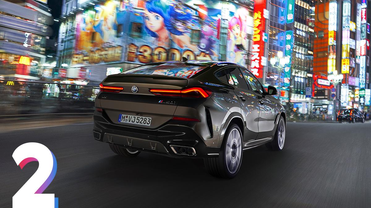 Со сменой поколения купе-кроссовер увеличился в длину на 26 миллиметров (до 4935мм) и в ширину – на 15мм (до 2004мм). При этом новинка ниже предшественника на 6мм (1696мм). Колёсная база выросла на 42мм (до 2975мм). Помимо стандартного обвеса, дляX6 доступен спортивный MSport (на фото) и вседорожный xLine. Диаметр колёсных дисков – от 19 до 22дюймов.