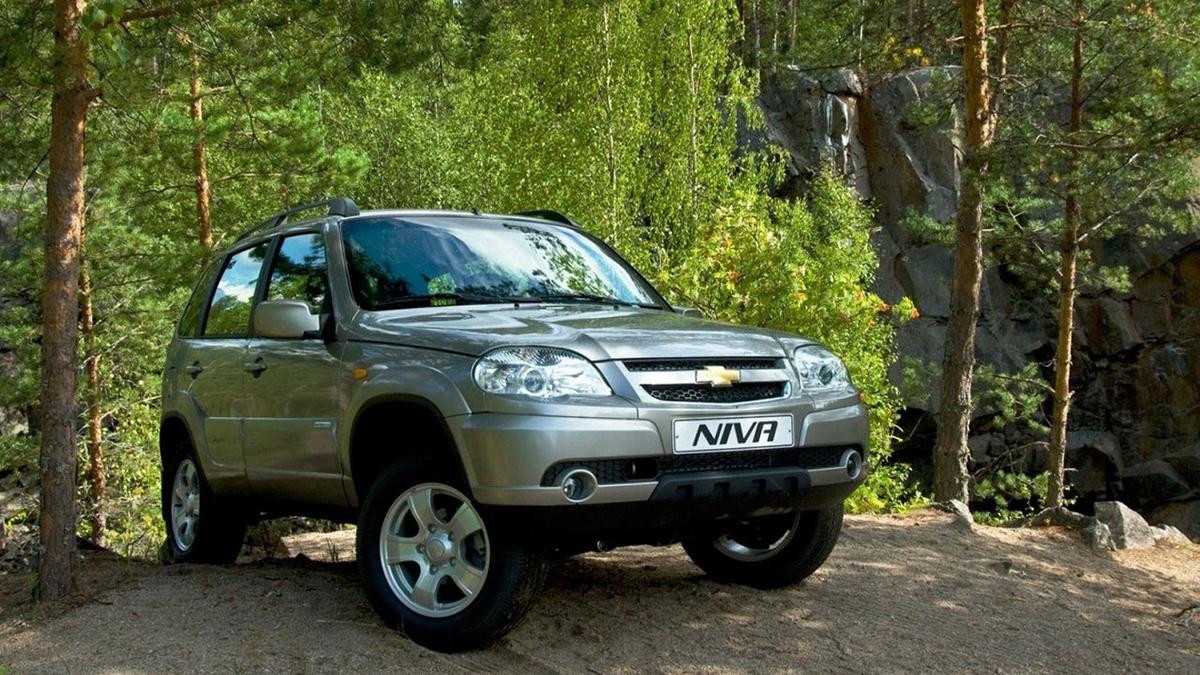 #3 Chevrolet Niva. Модель совместного производства GM и «АвтоВАЗа» для коммерческой деятельности выбрали 56,2 тысячи человек. Всего в России зарегистрировано 613,6 тысячи «Шнив».  Купить Chevrolet Niva на Авто.ру