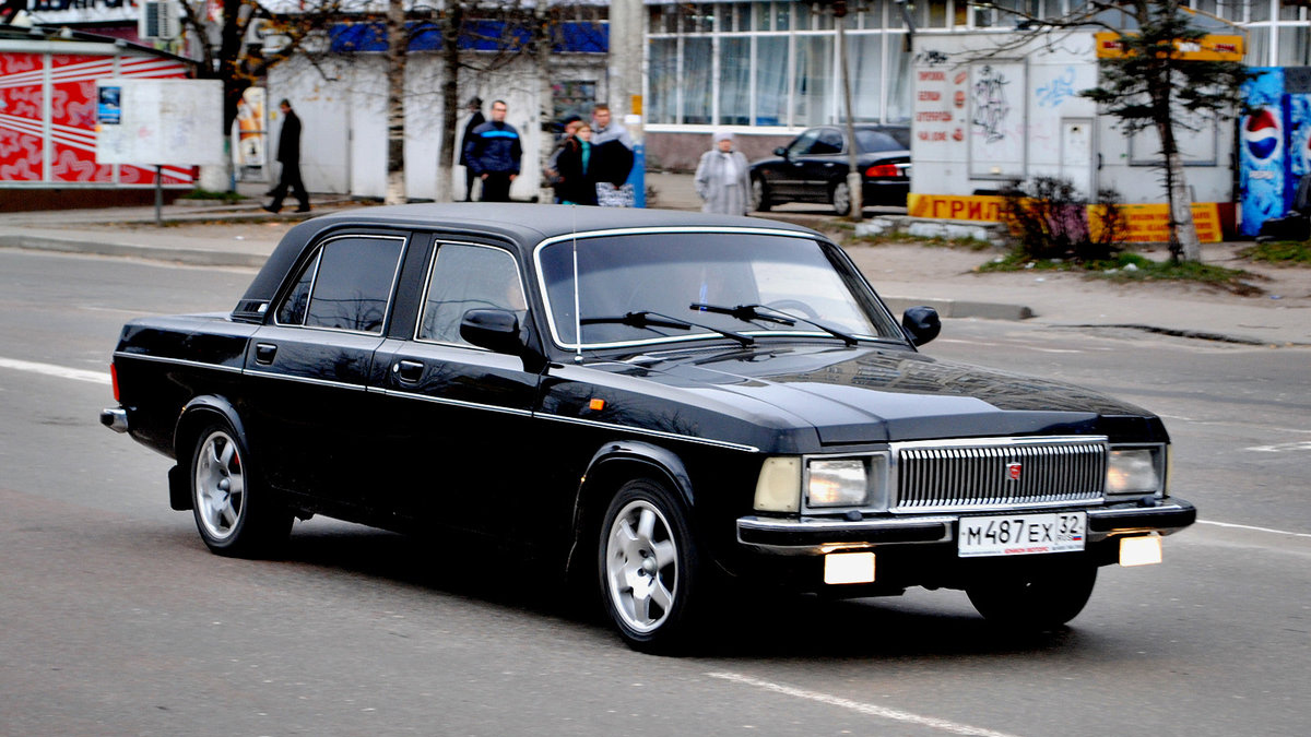 #10 ГАЗ 3102 «Волга». Представительский автомобиль во времена СССР зачастую выбирали высокопоставленные лица. На сегодняшний день в российском автопарке насчитывается 316 тысяч «Волг», из которых 40,5 тысяч автомобилей всё ещё находятся во владении юрлиц. Найти ГАЗ 3102 на Авто.ру