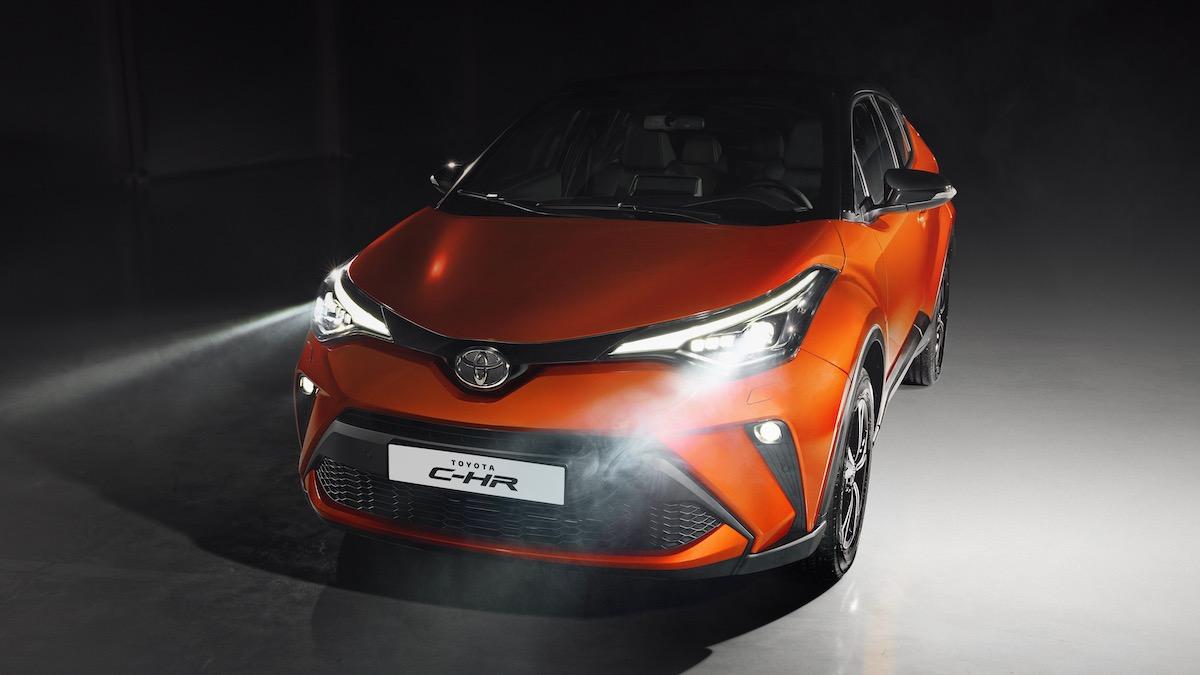 В Россию приехал обновлённый кроссовер Toyota C-HR. Теперь он стоит минимум 1,8 миллиона рублей