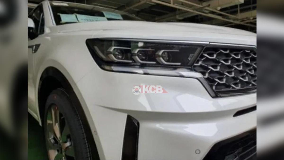 Новый Kia Sorento застали безмаскировки