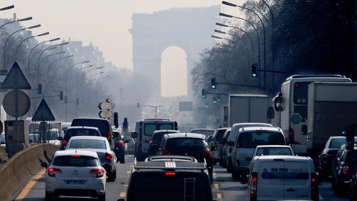 Во Франции увеличили налог нанеэкологичные машины до1,4миллиона рублей