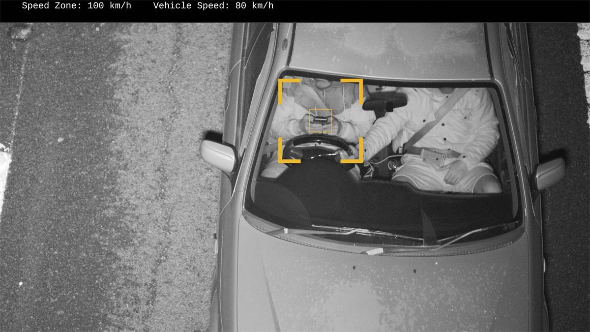 Дорожные камеры в России будут выявлять водителей стелефонами вруках