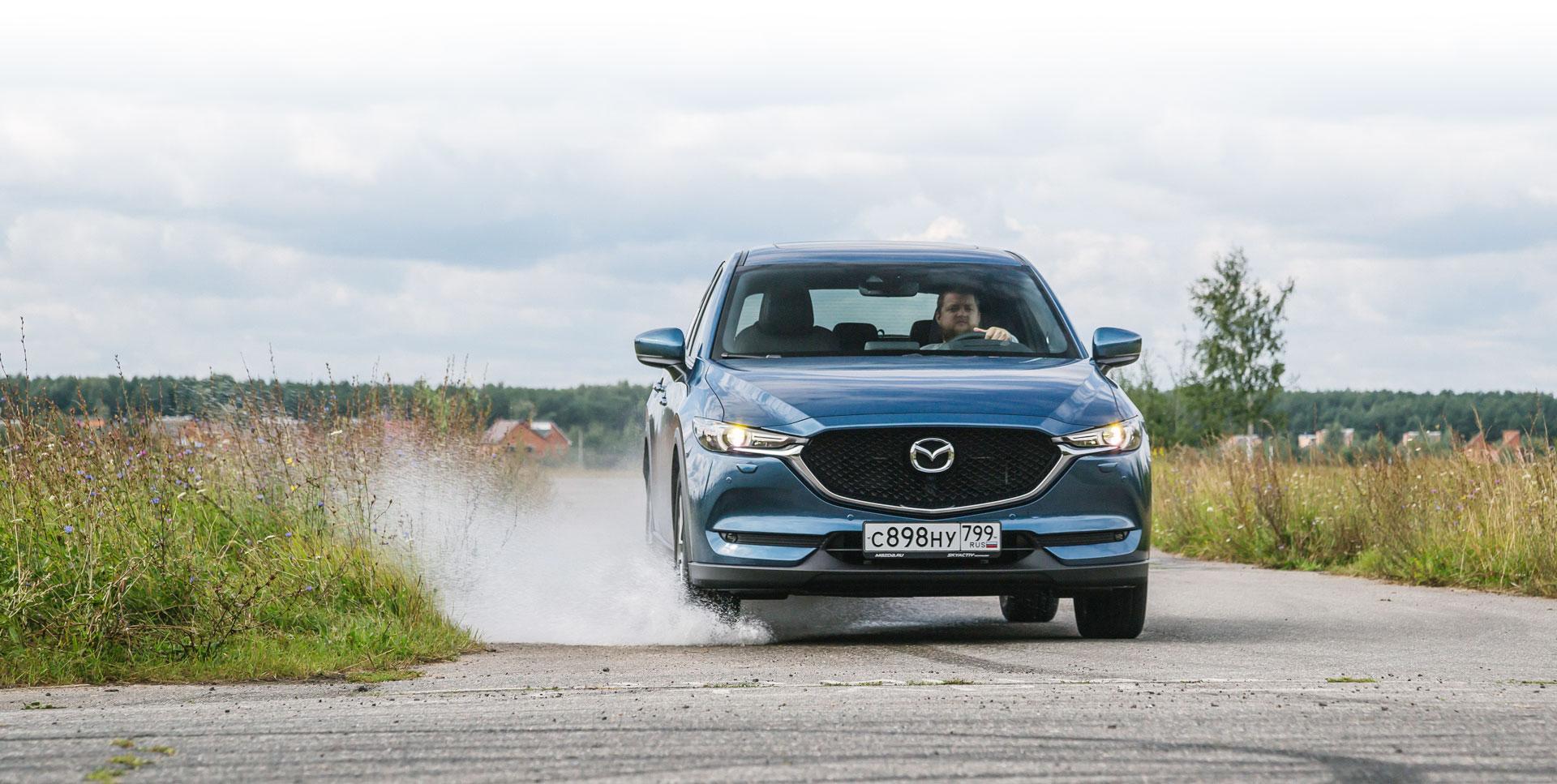 Mazda CX-5Пожалуй, самая красивая машина в классе. CX-5 предлагается в России с двумя атмосферниками рабочим объёмом 2,0 и 2,5 литра мощностью 150 и 194 лошадиные силы соответственно. Стандартный вариант кроссовера оценён в 1595000 рублей, а самая дорогая версия Мазды стоит 2535000 рублей