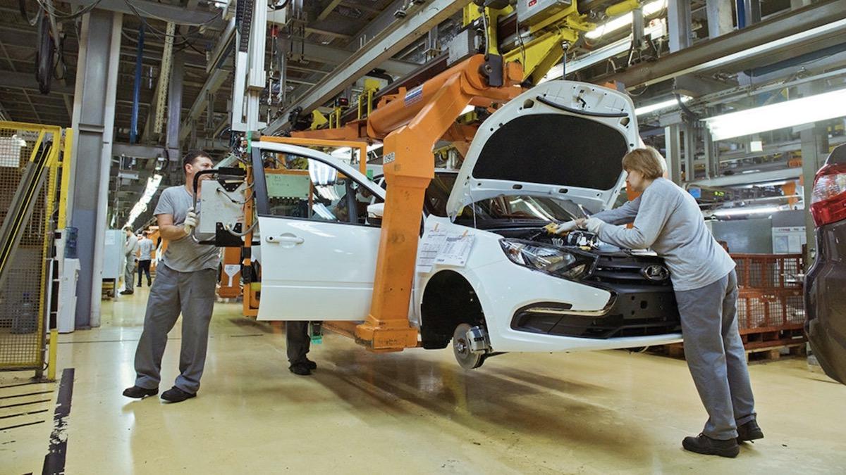 Российские автозаводы возобновили работу. Но не все
