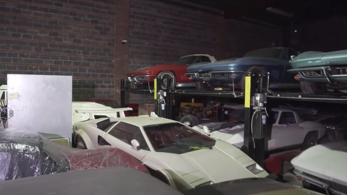 В Америке найден секретный склад с300 редкими автомобилями