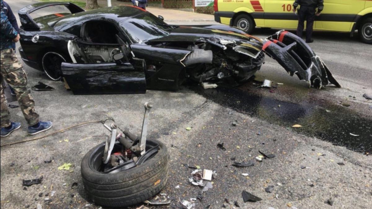 В Сочи разбили 1130-сильный Dodge Viper за12,5миллиона рублей. Машина была впродаже наАвто.ру