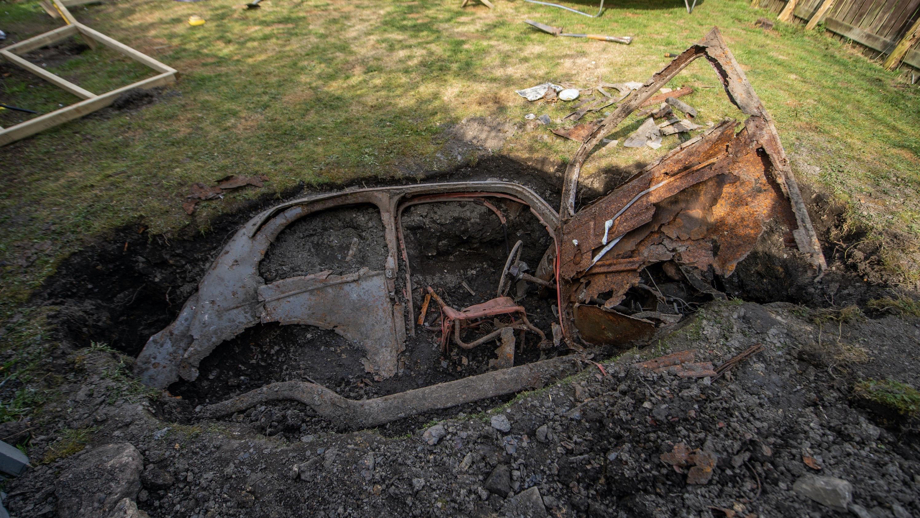 Помните британца, который нашёл закопанный Форд у себя в саду? Тайну машины разгадали