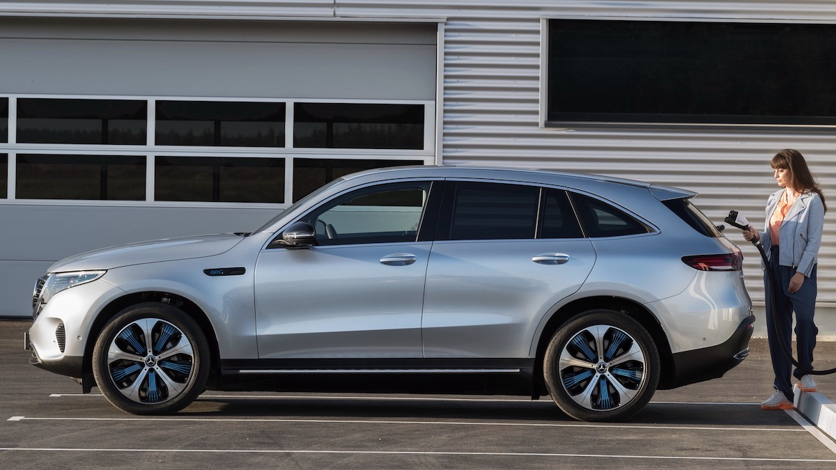 Электрокроссовер Mercedes-Benz стал медленнее и дешевле