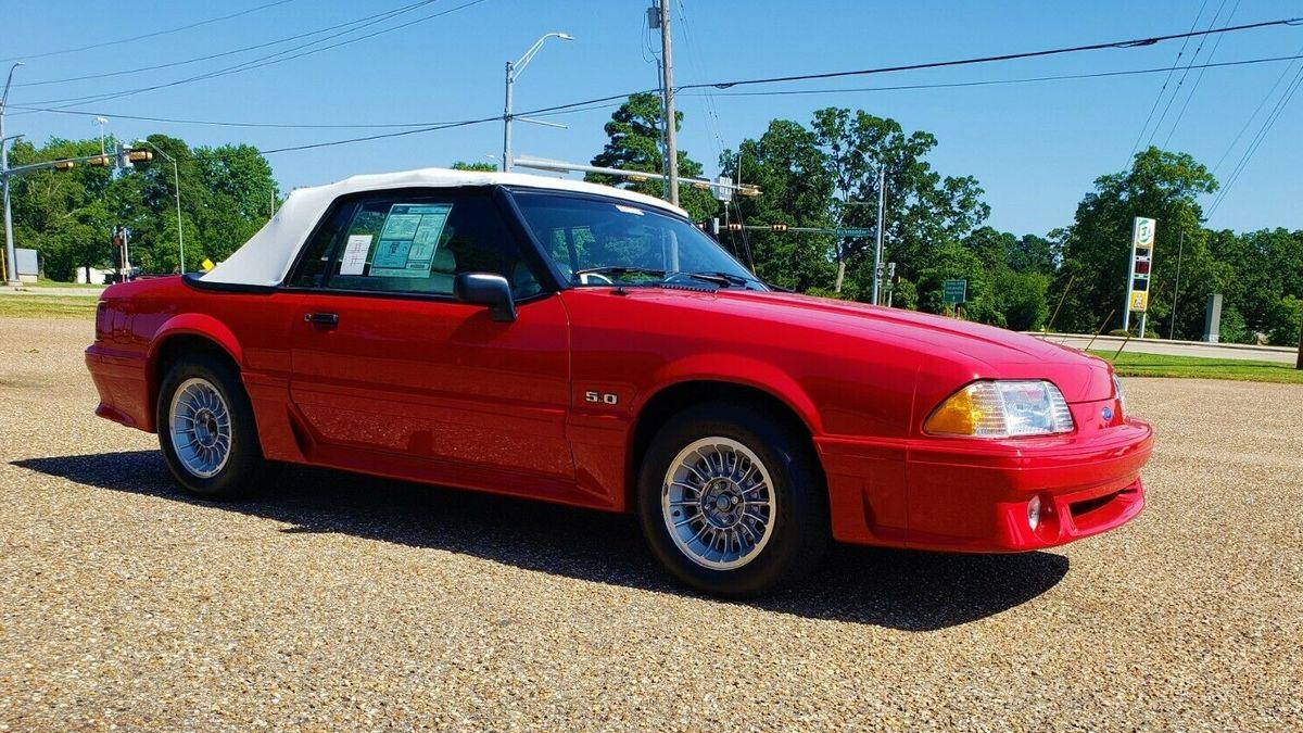 Ford Mustang 1990 года почти без пробега продаётся по цене нового