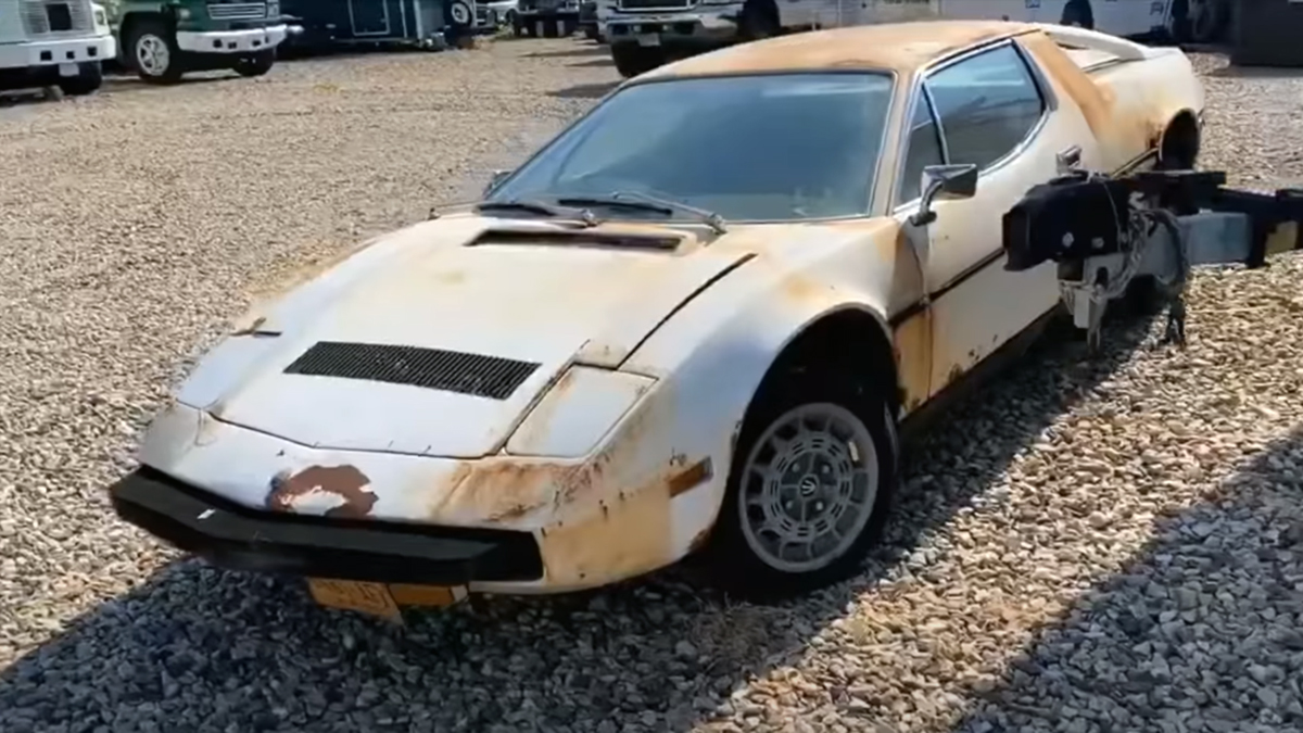 Блогер нашёл на улице брошенную развалюху. Ей оказался редчайший Maserati