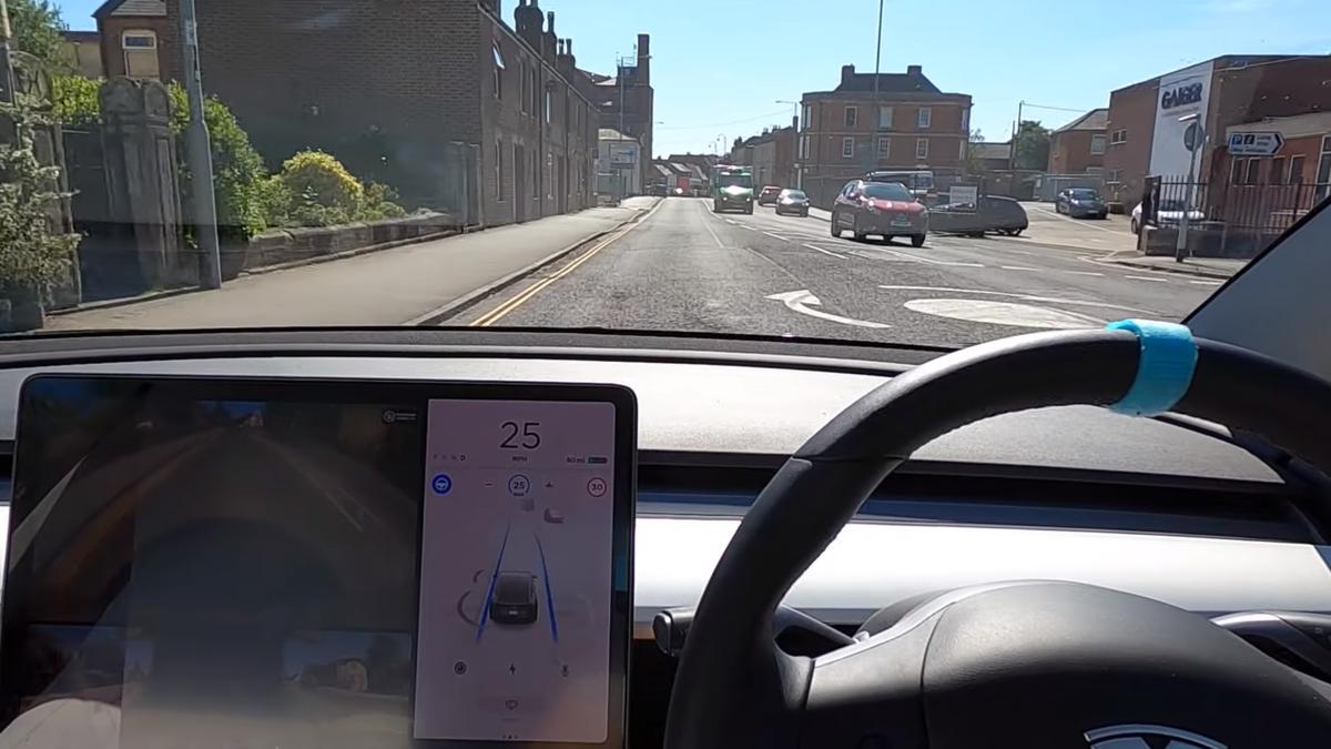 Обновлённый автопилот Tesla впервые протестировали на сложных трассах