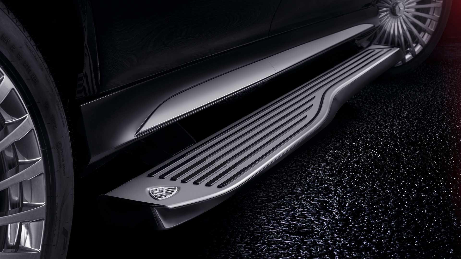 Названа российская цена внедорожника Mercedes-Maybach