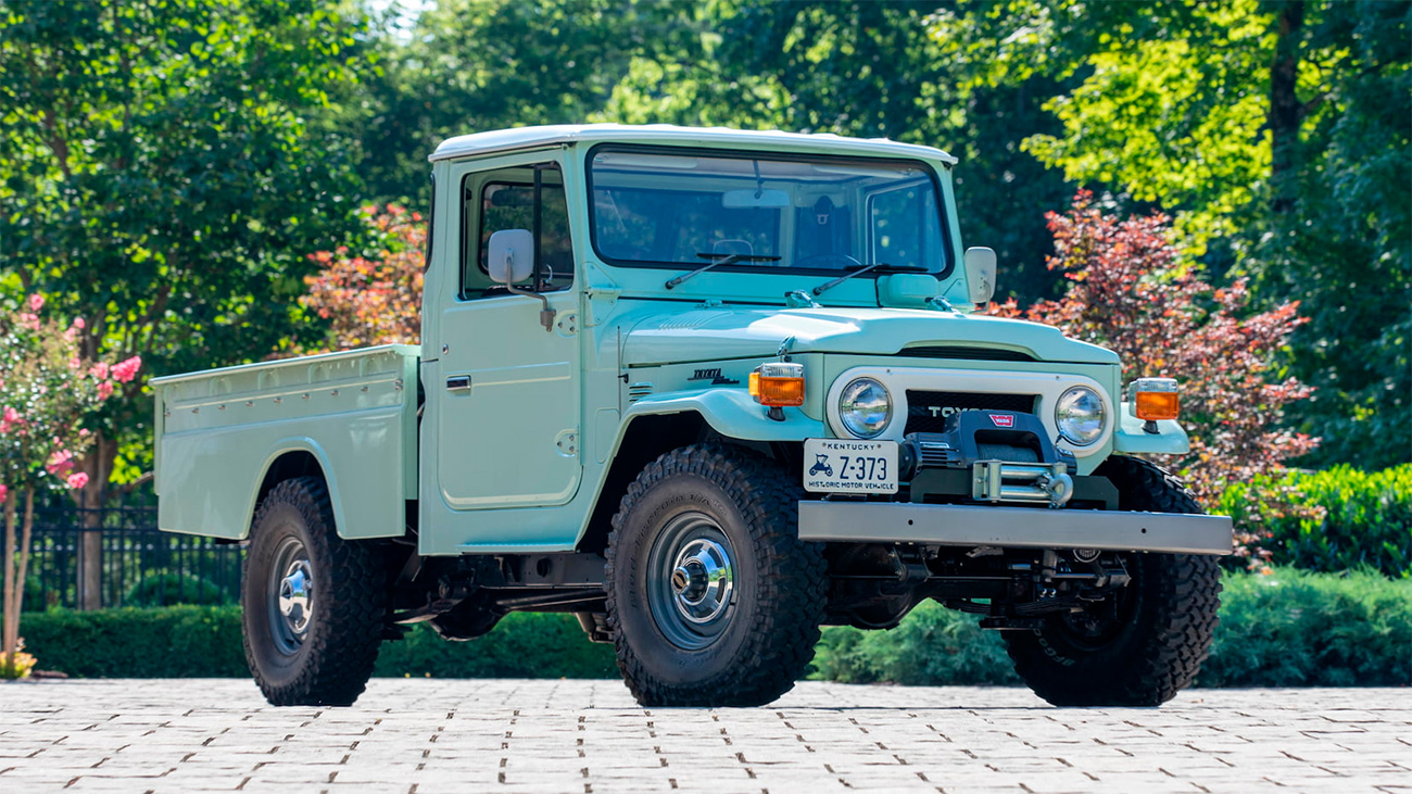 В 47-летний Toyota Land Cruiser поставили современную начинку. И теперь продают