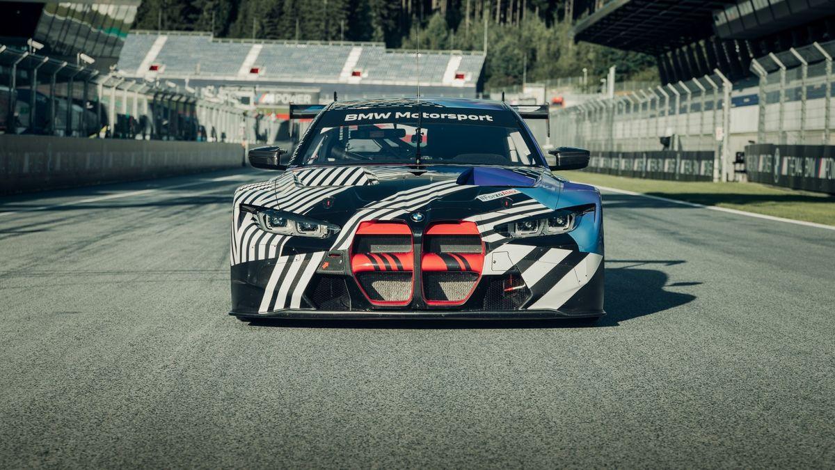 Новая BMW M4 дебютировала в гоночном виде