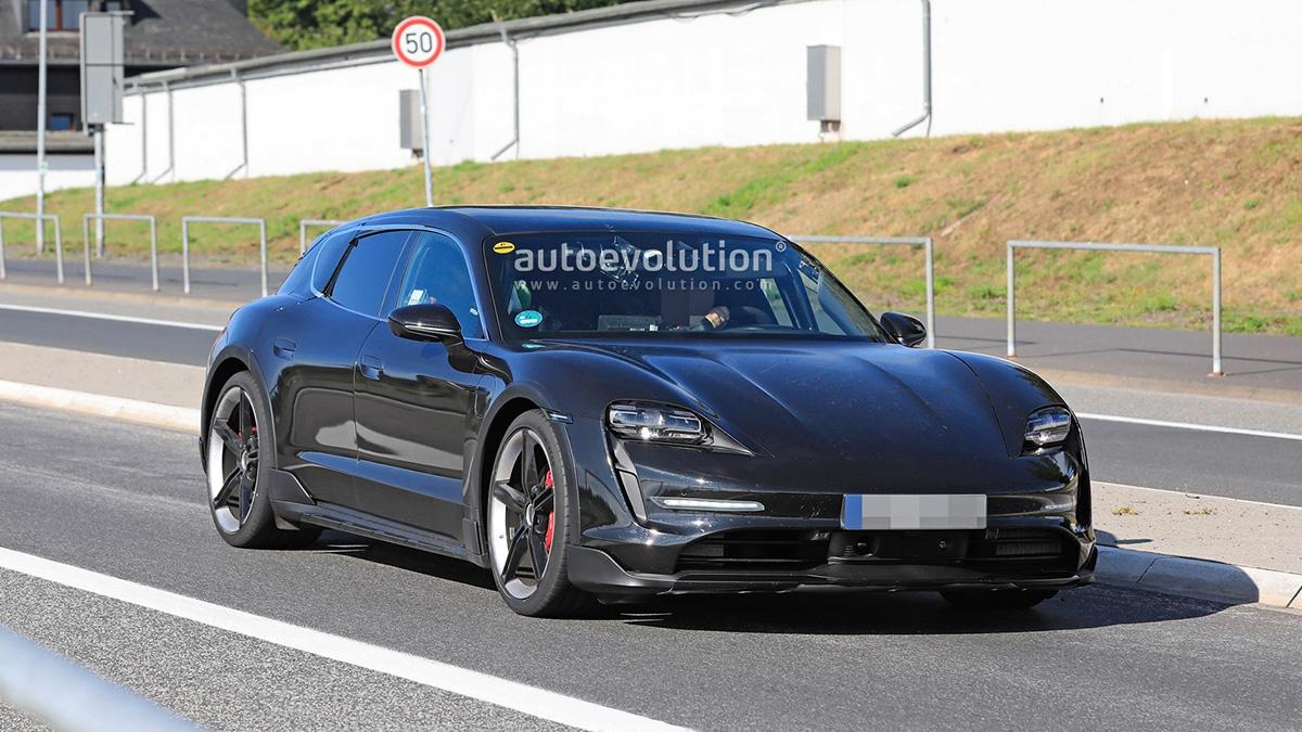 Кросс-универсал Porsche Taycan Cross Turismo сбросил камуфляж на Нюрбургринге