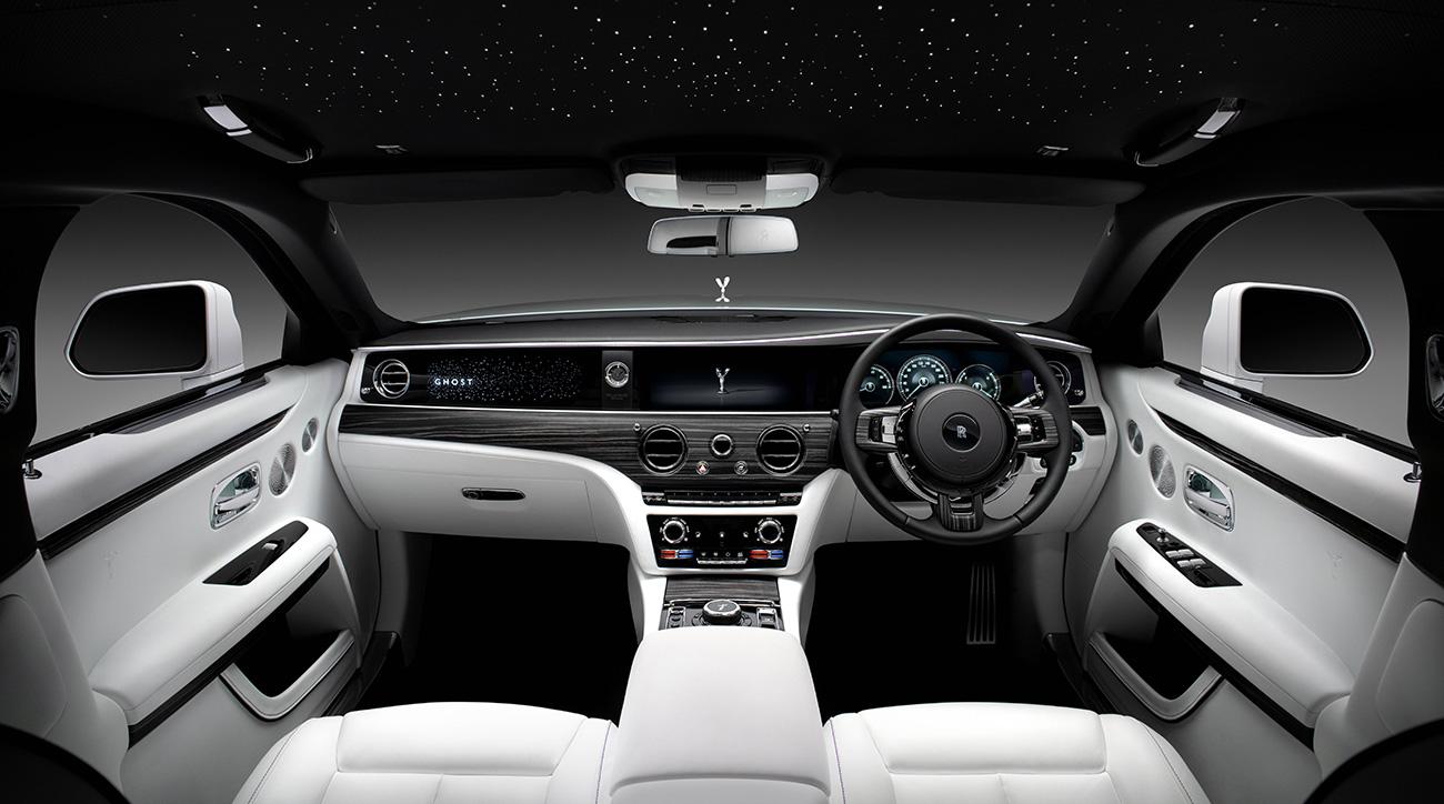 Плюс одна «лошадь» и алюминий: Rolls-Royce представил новый седан Ghost