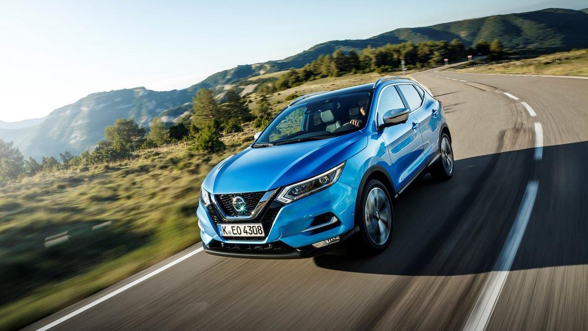 #8 Nissan Qashqai Август 2020 года: 1883 штуки  Динамика продаж: минус 14,9% Динамика в рейтинге: плюс 2 позиции Итого, 2020 год: 14 271 штука, минус 5,4% Выбрать новенький Nissan Qashqai на Авто.ру