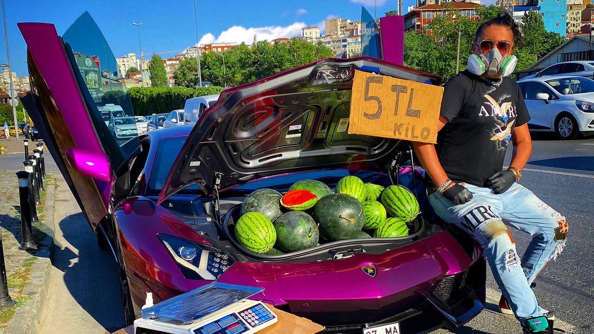 Полиция оштрафовала торговца арбузами на Lamborghini. Он оказался известным блогером