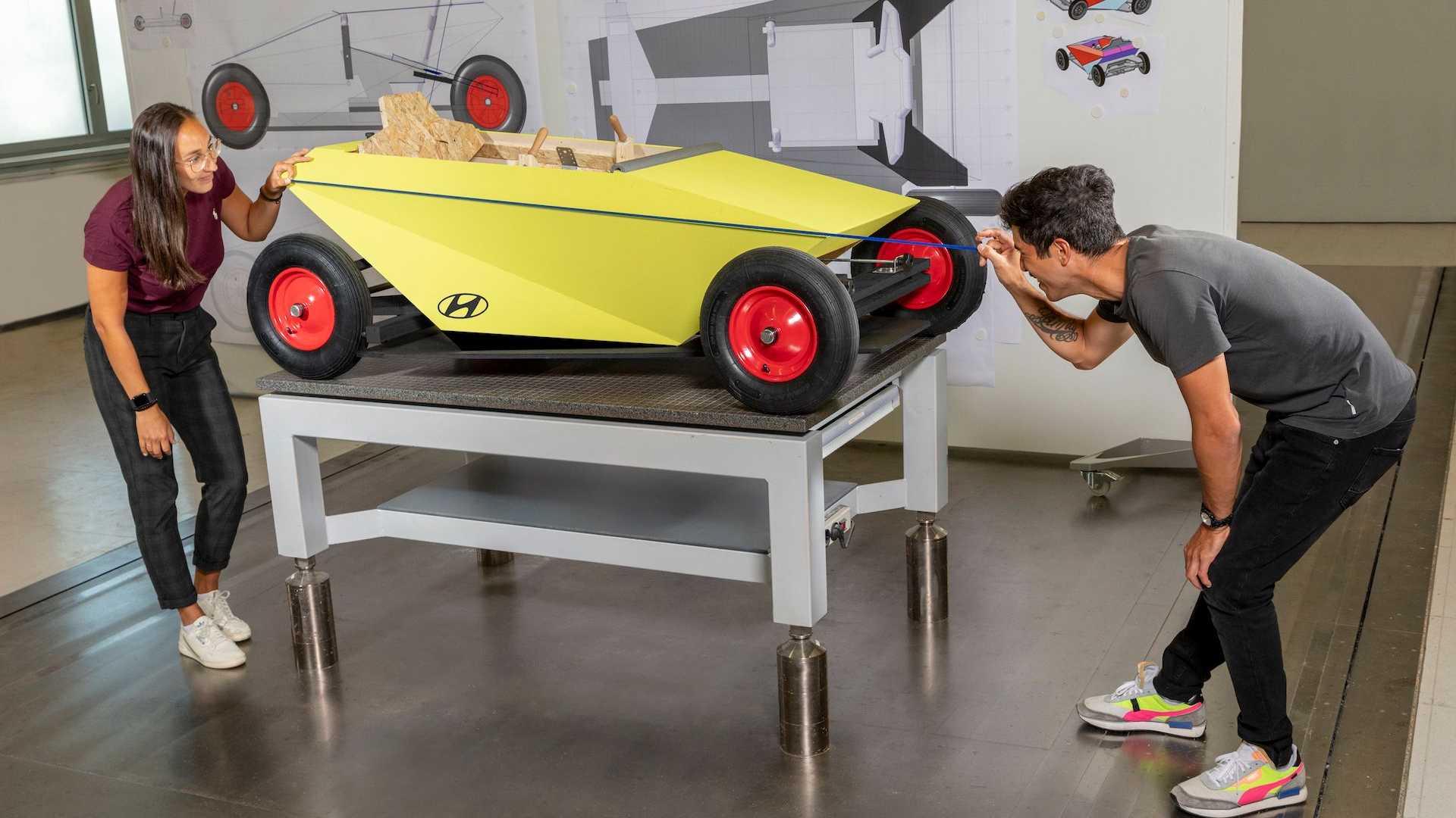 Компания Hyundai показала машину без мотора, которую можно собрать в гараже
