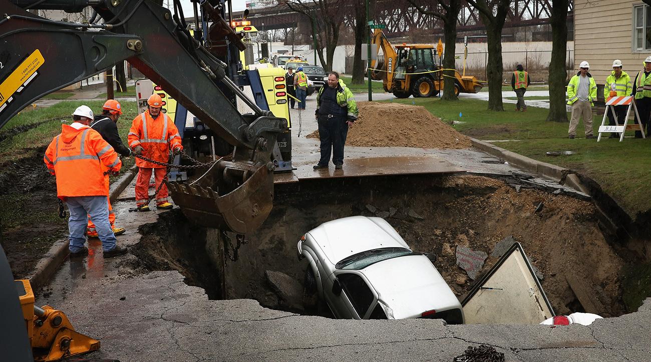 Это провал! 8 случаев, когда машины уходили под землю