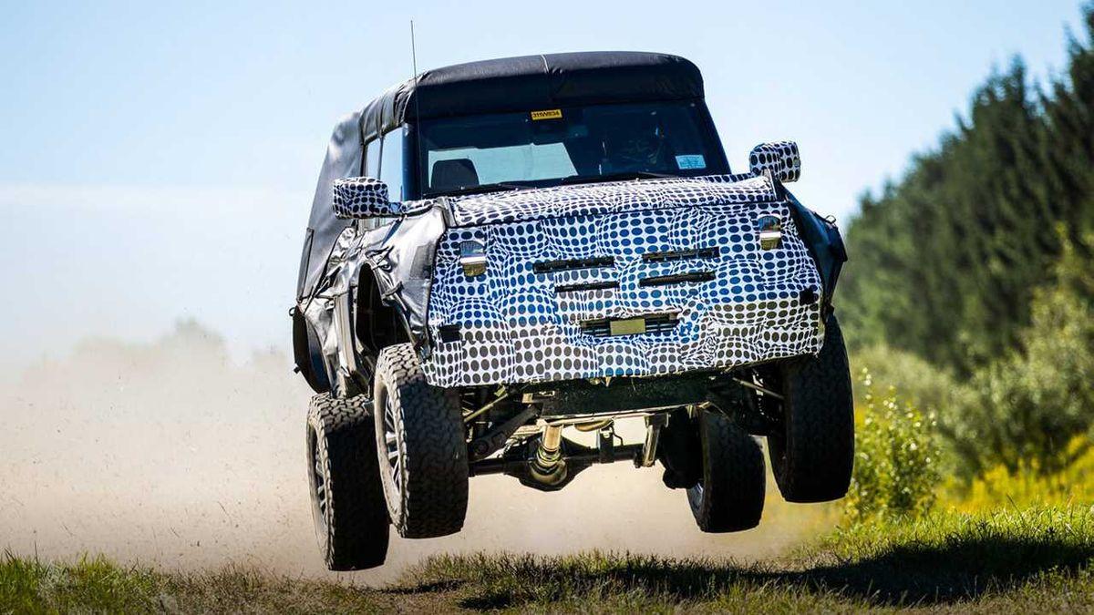 Появились фото экстремальной модификации Ford Bronco