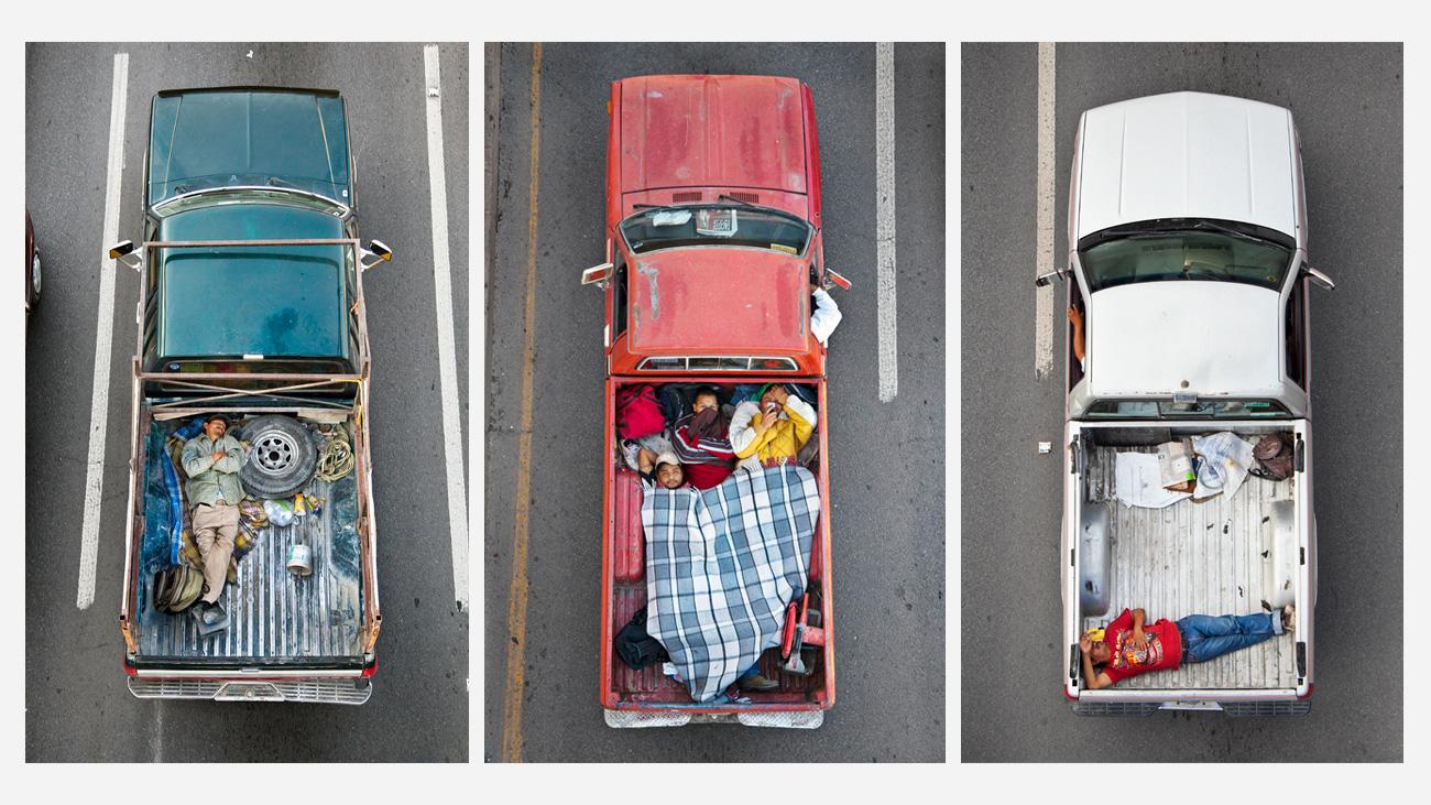 Жизнь побагажникам: автомобильная Мексика свысоты дорожного моста