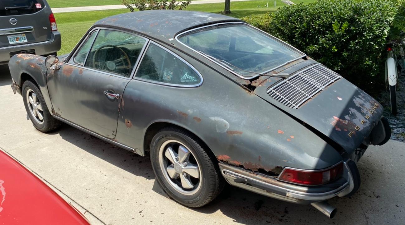 Раритетный Porsche 911S, в котором жили белки, выставили на продажу