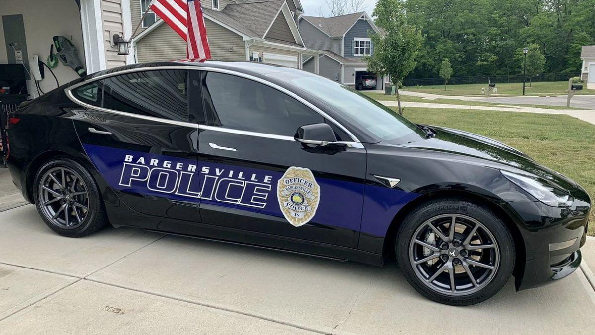 Полицейские в США подсчитали экономию от эксплуатации электрокара Tesla Model 3