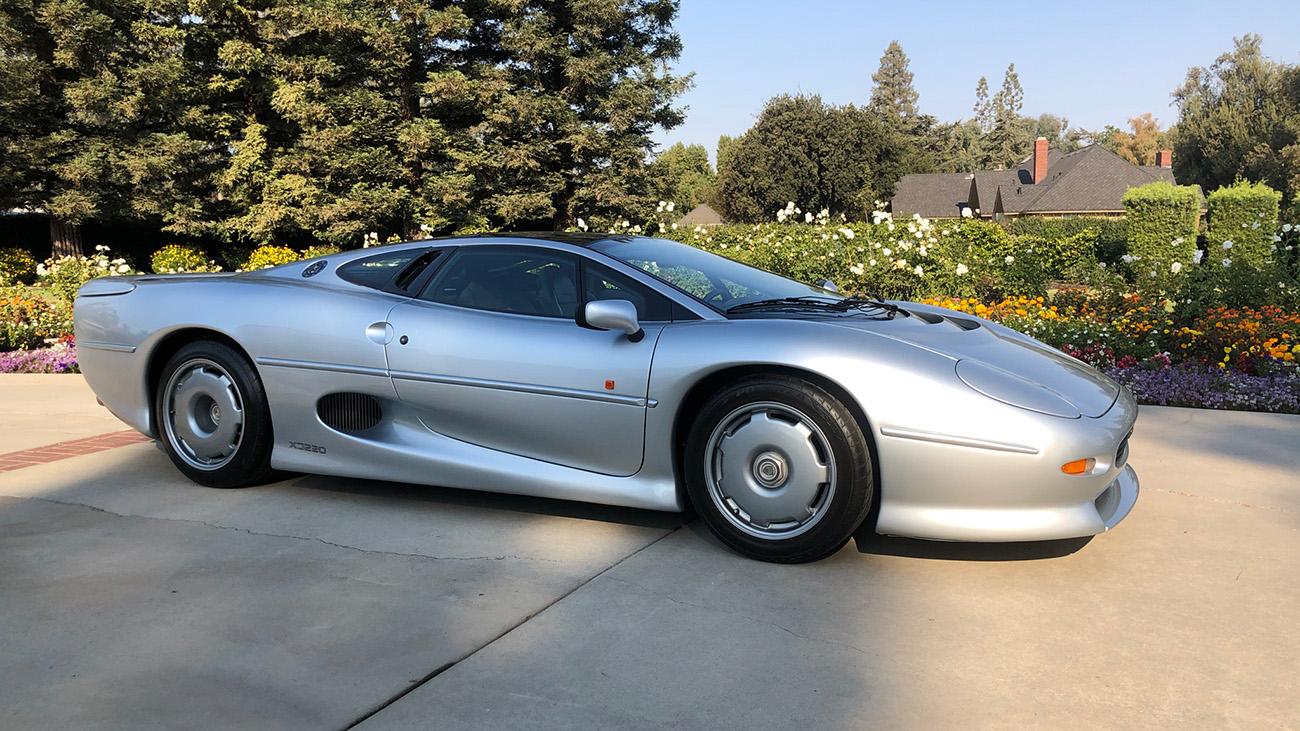 На продажу выставлен очень редкий Jaguar 1994 года почти без пробега