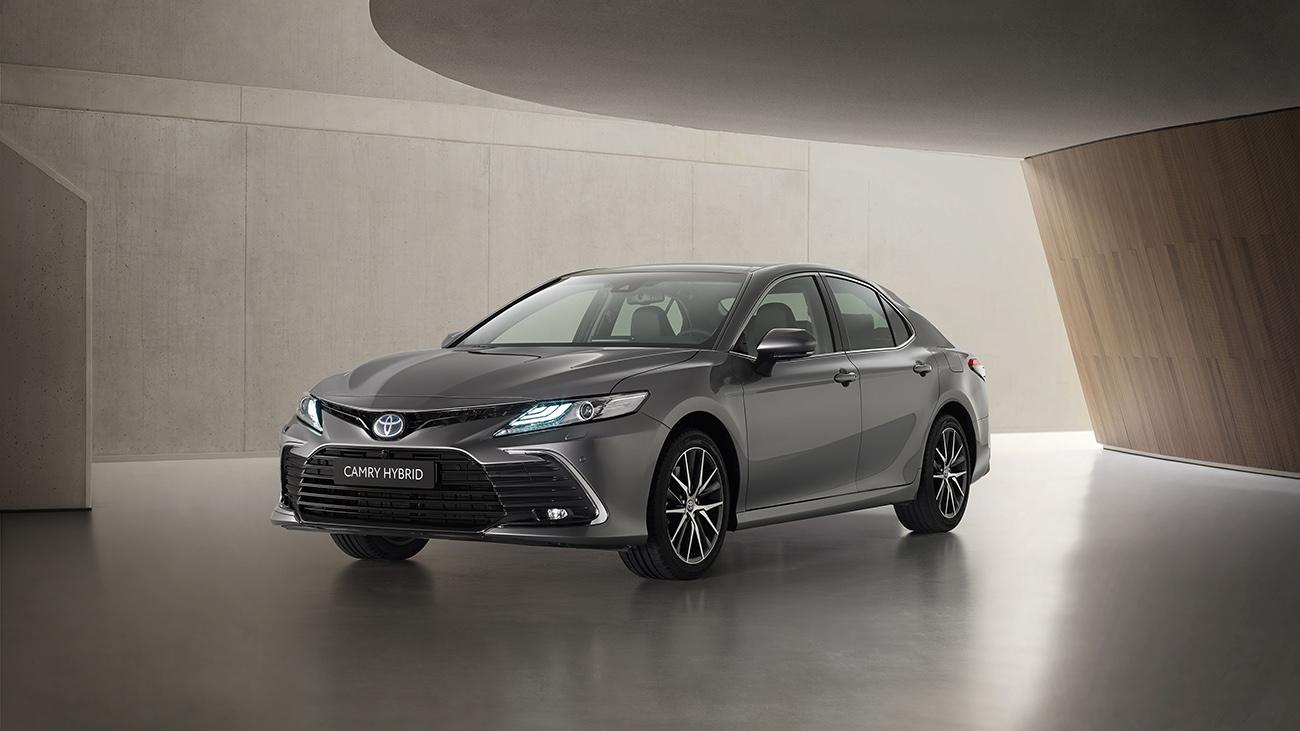 Новый бампер и другой экран: Toyota обновила европейскую Camry