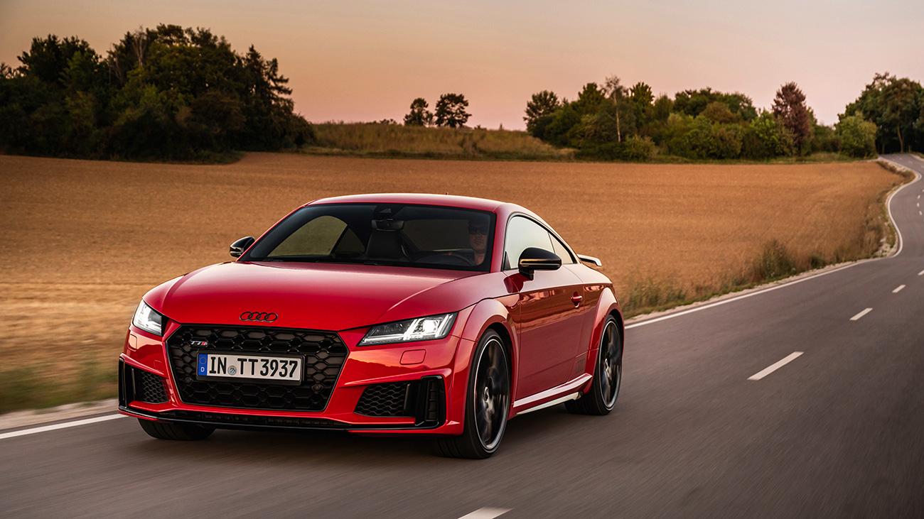Купе и родстер Audi TTS стали немного мощнее (но не быстрее)