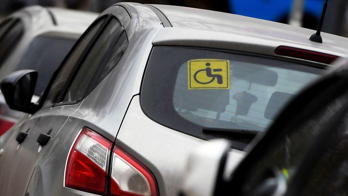 Водителей с инвалидностью продолжат штрафовать за неоплату парковки