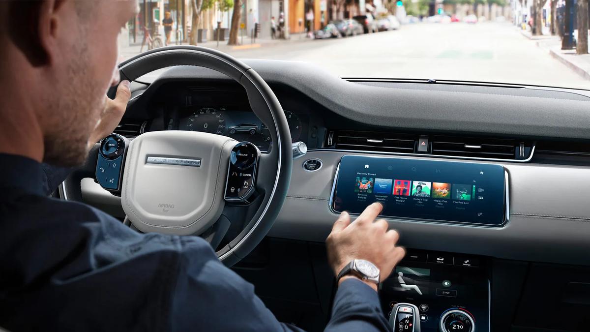 С электронными ассистентами водители в 12 раз чаще стали отвлекаться от дороги