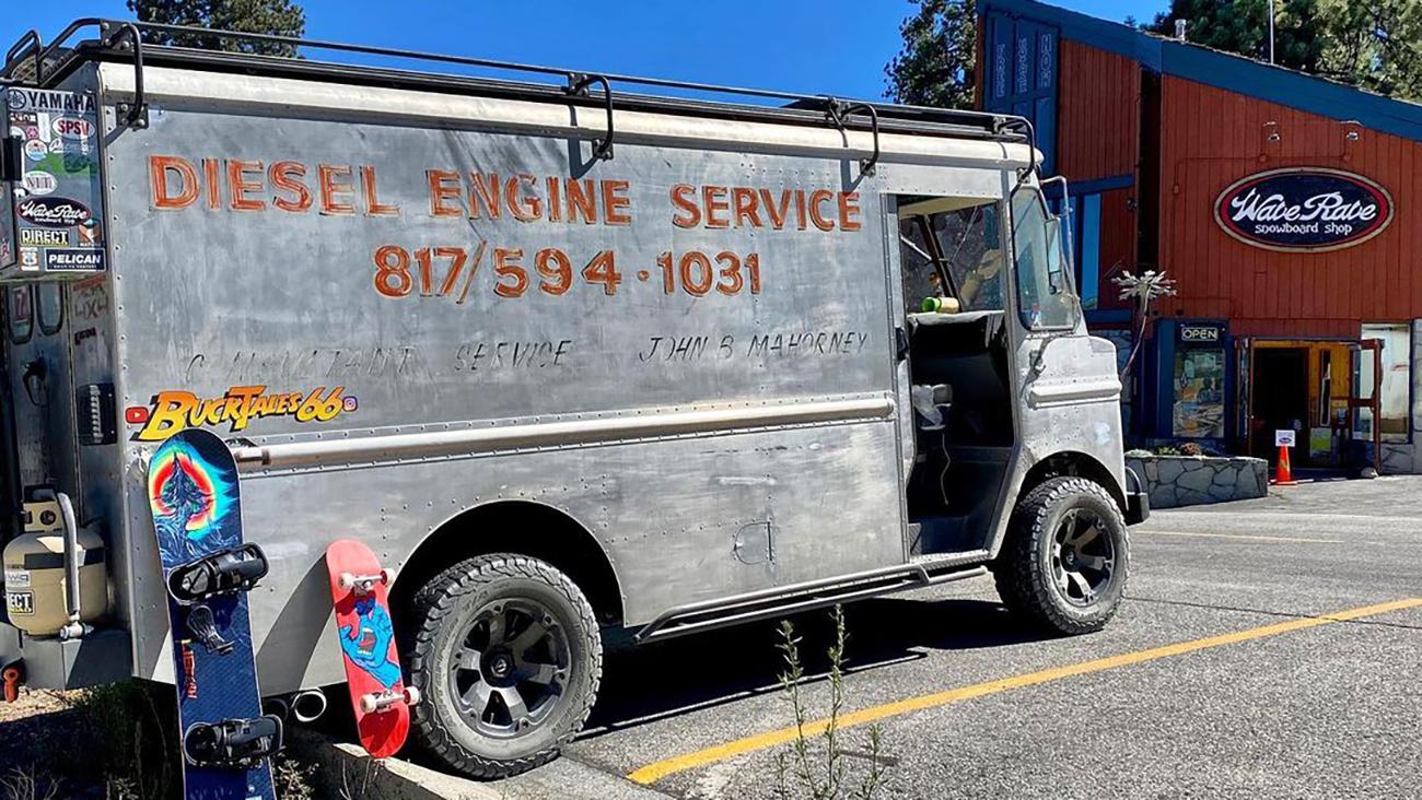 Винтажный почтовый фургон превратили в постапокалиптический кемпер