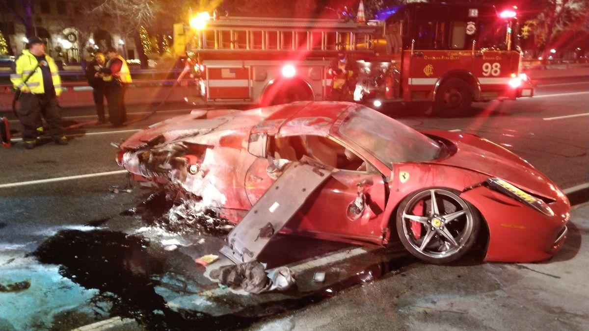 Поездка на арендованном Ferrari закончилась переворотом и огнём. Видео