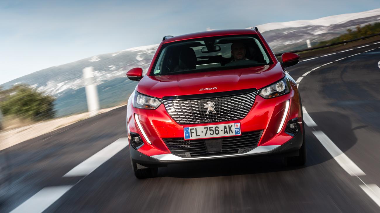 Названы российские цены на самый доступный кроссовер Peugeot. Он дороже «корейцев»
