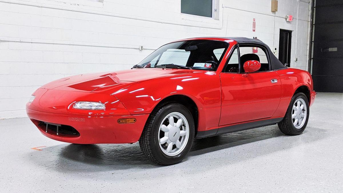 30-летнюю Mazda MX-5 с пробегом меньше 5 тысяч км оценили как новую Toyota Camry