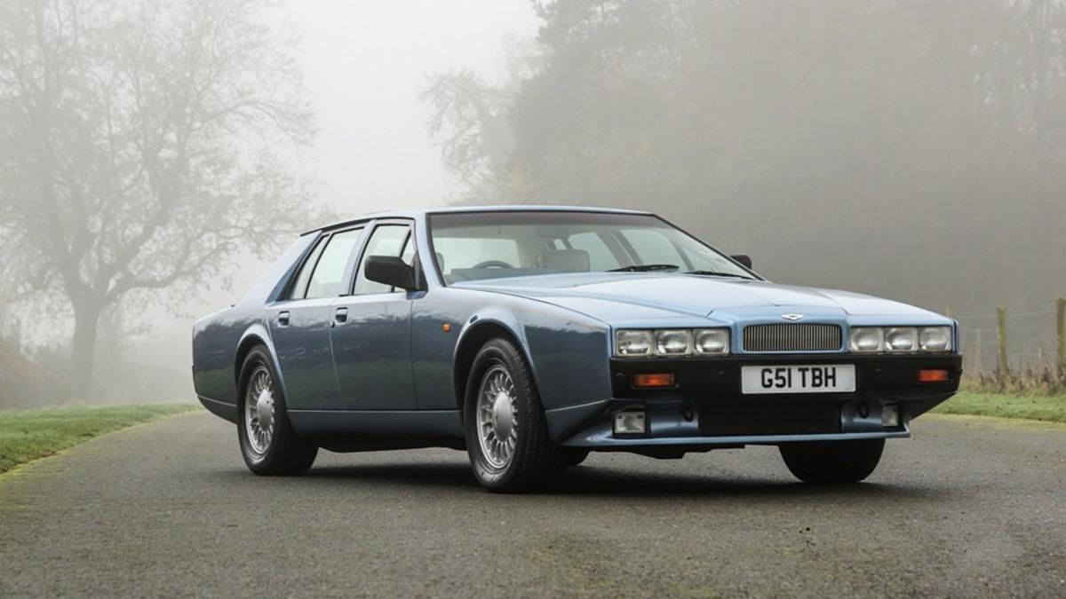 На продажу выставили очень редкий седан Aston Martin из 80-х. С чемоданами