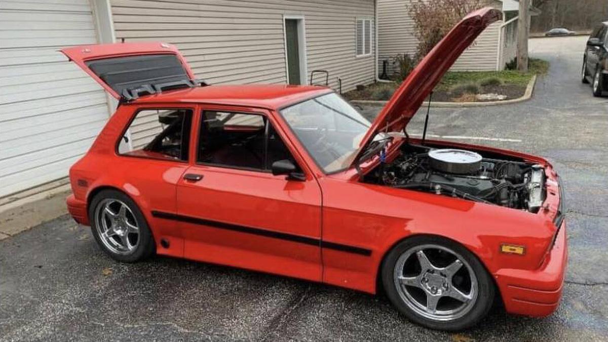 Взгляните на крошечный югославский хэтч с двумя моторами V8. Его можно купить