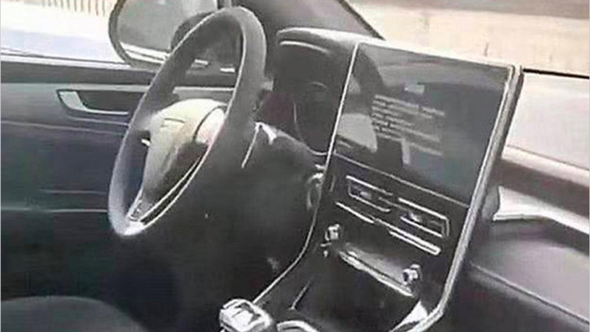 Шпионы сфотографировали салон нового Haval M6 с монитором в стиле Mercedes-Benz S-класса