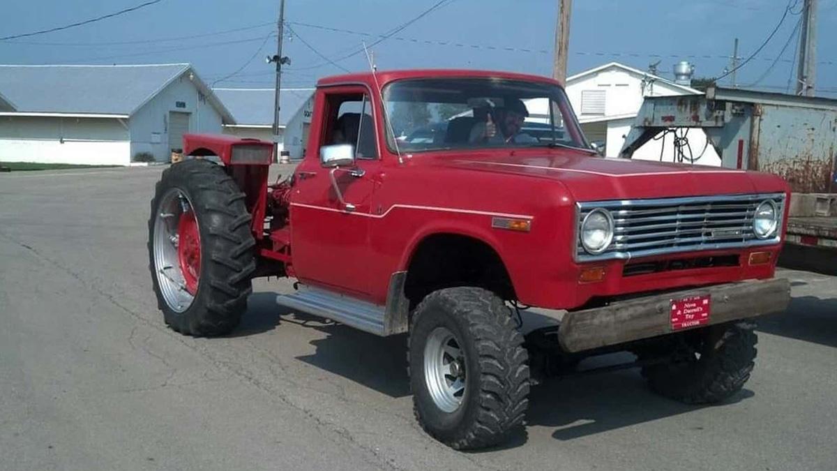 В продаже появился необычный гибрид трактора и пикапа с 52-ступенчатой коробкой
