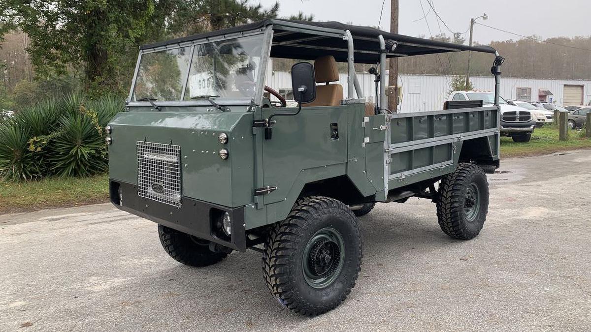 Круче Хаммера и Шишиги: продаётся армейский Land Rover 101FC с мотором от Корвета