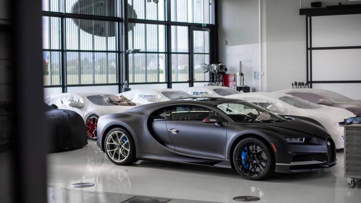 Гиперкары Bugatti отозвали сразу из-за двух дефектов