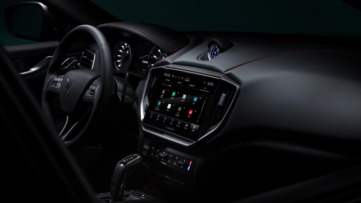 Новые фонари и продвинутая медиасистема: Maserati обновила сразу три модели