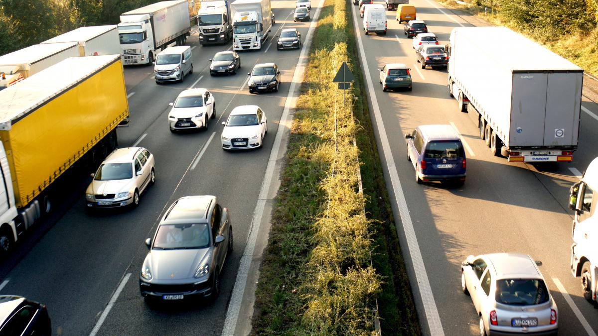 Из-за коронавируса в Европе стали покупать меньше новых машин