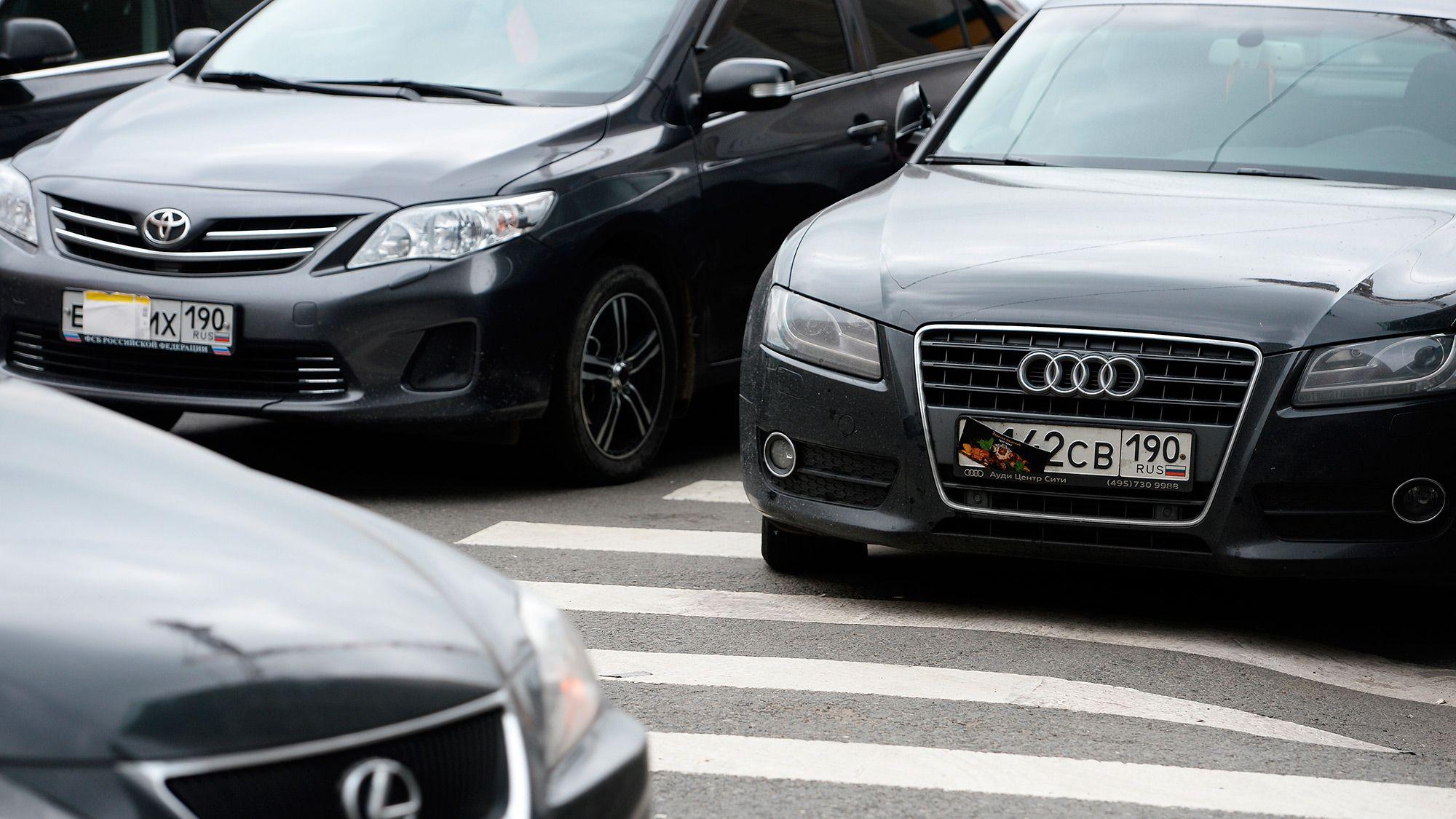 Названы марки автомобилей, владельцы которых чаще всего прячут номера
